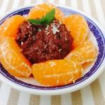 Choklasmousse med mandariner på tallrik