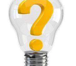 En glödlampa med ett gult frågetecken i