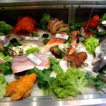 fiskar på fiskmarknad