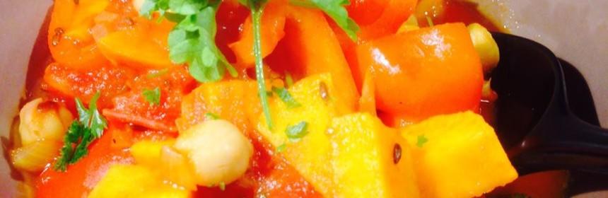 veg gulasch i brun skål