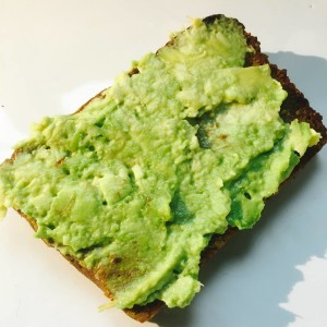 en smörgås med avokado