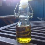 En flaska med olivolja