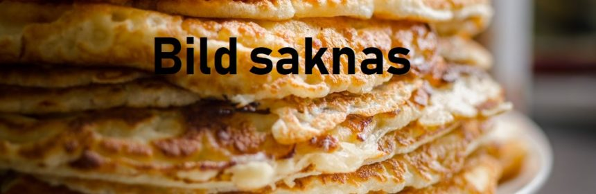 Stekta pannkakor i hög på vit tallrik med text Bild saknas